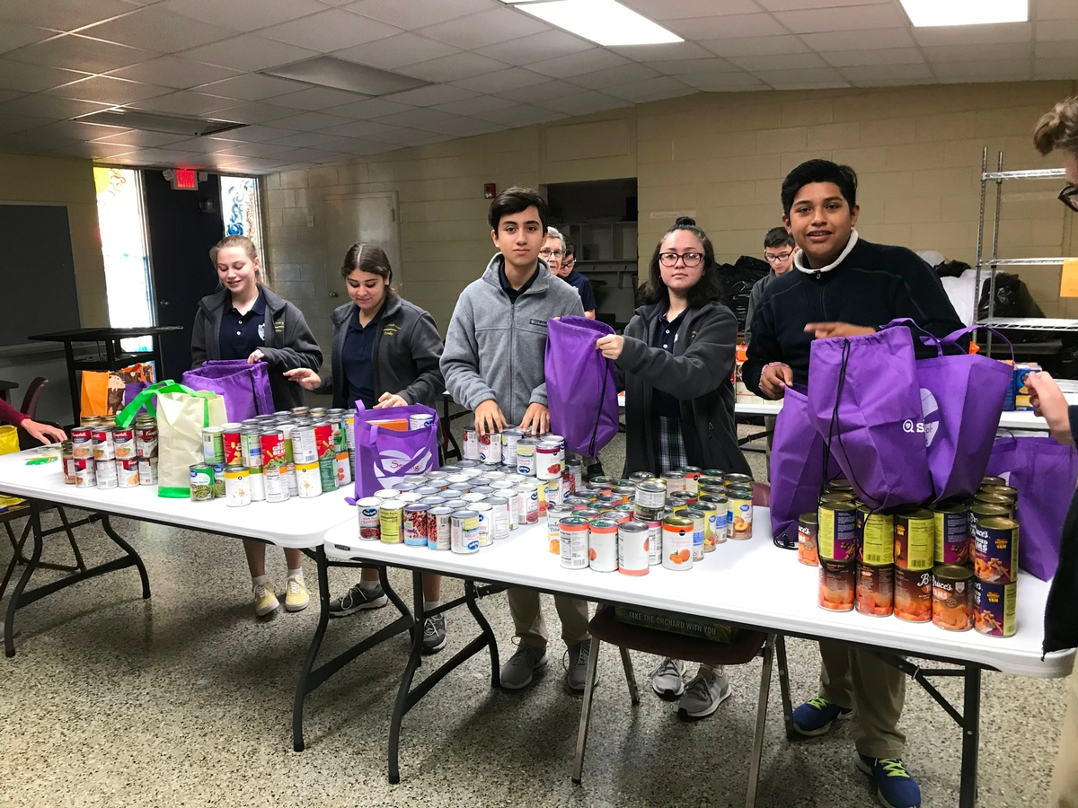 SJCS Students Prepare Thanksgiving Meals to Deliver in the Community